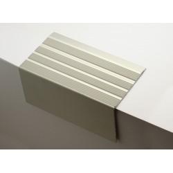 Nez de marches strié aluminium filé 668370